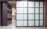 Щитовые перегородки с раздвижными дверными полотнами