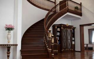 Возведение лестницы для коттеджа